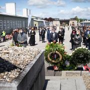 Befreiungsfeier 2021 - TeilnehmerInnen bei der Kranzniederlegung © MKÖ / Sebastian Philipp