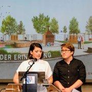 Sara Kaurin und Manuel Pawelka (Preisträger Architekturwettbewerb) bei der Siegerprojekt-Präsentation in Wiener Neudorf